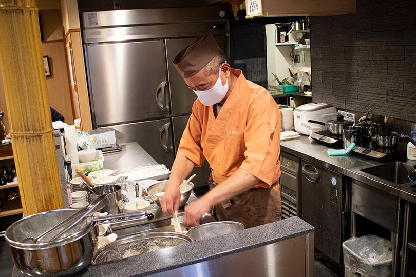 目の前で揚げてくれる天ぷら