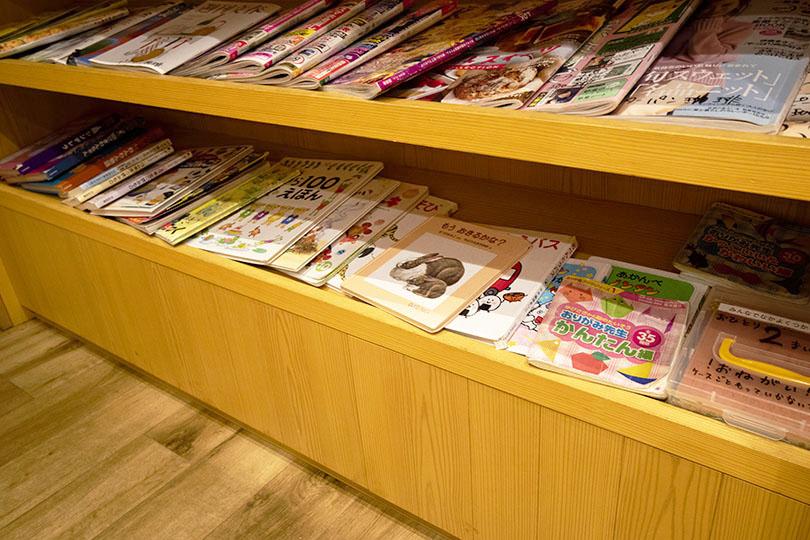 レジ前の雑誌コーナー