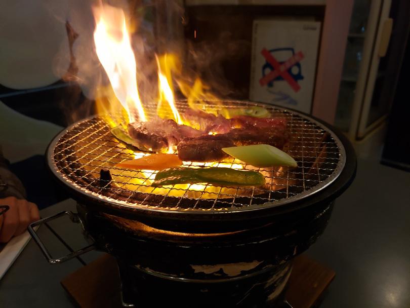 炭火で焼肉