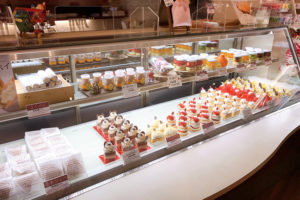 菓子工房アントレ 店内ケーキ
