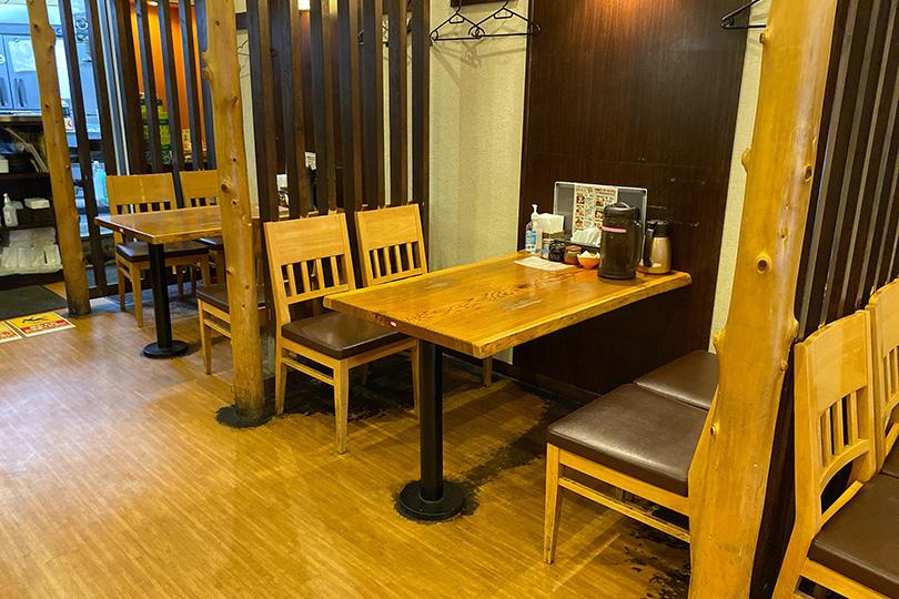 三代目麺処まるは極のテーブル
