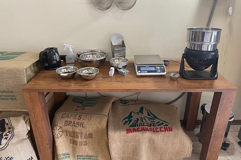 アダチコーヒーの店内作業台