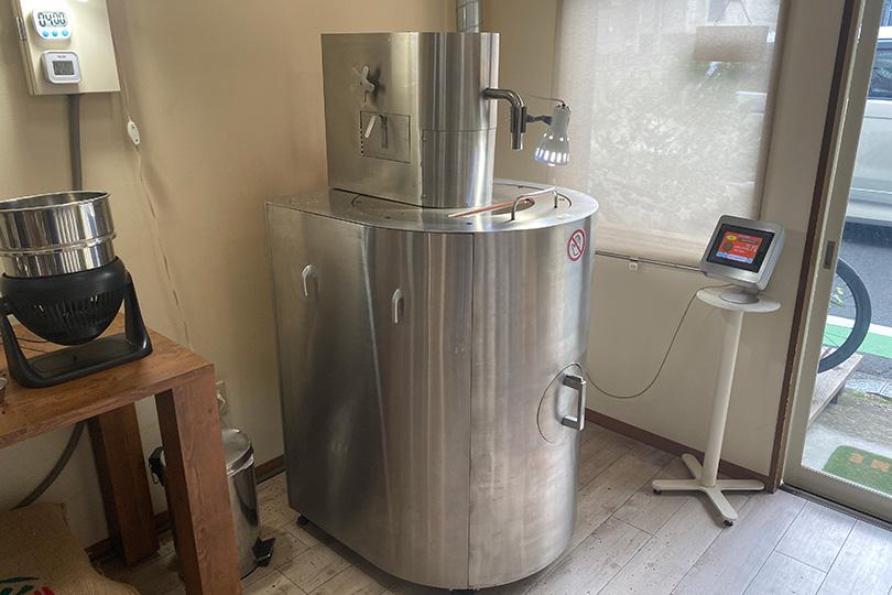 アダチコーヒーの店内焙煎機械