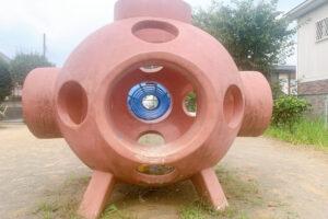 惑星型の遊具の写真