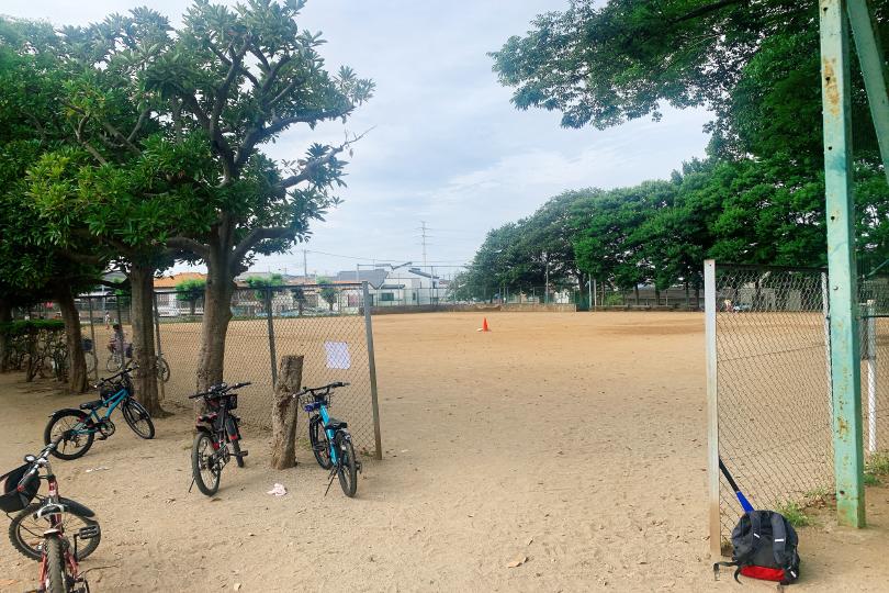 ボール遊びができる広場の写真