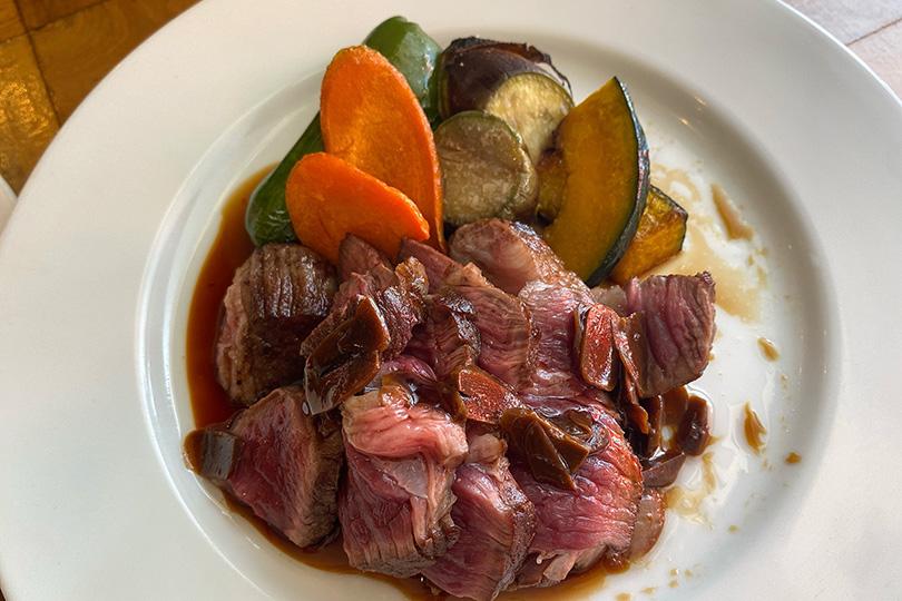 肉バルヤマト 厚切り肩ロース肉のビステッカ
