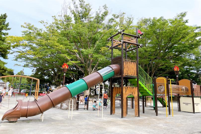 お城型複合遊具の写真