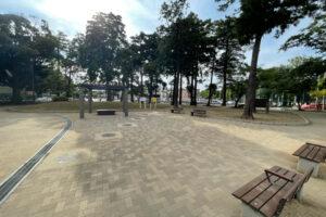 防災広場にある休憩所の写真